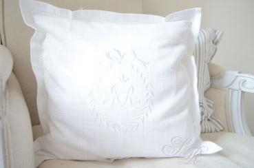 shabby rose onlineshop schwedische kissen monogrammkissen shabby chic. Black Bedroom Furniture Sets. Home Design Ideas
