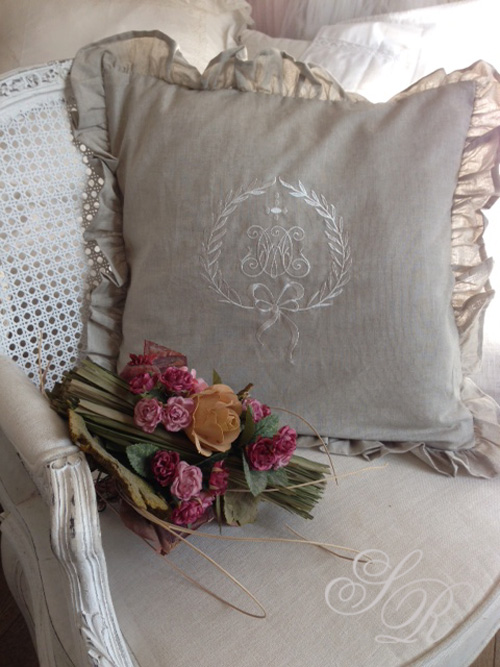 shabby rose onlineshop monogramm kissen shabby chic landhauskissen romantikkissen schwedische. Black Bedroom Furniture Sets. Home Design Ideas