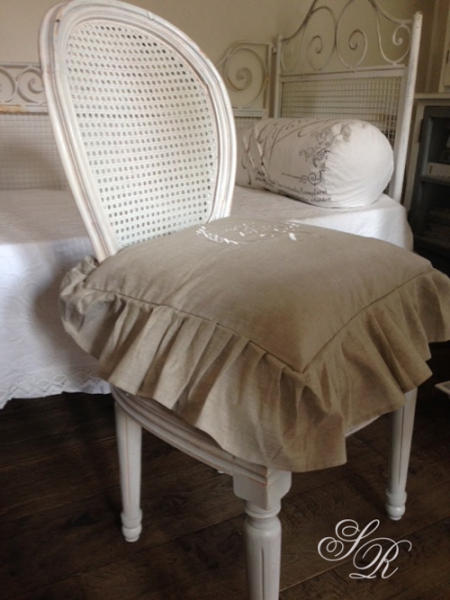 shabby rose onlineshop stuhlkissenbezug monogramm shabby chic kissen landhauskissen. Black Bedroom Furniture Sets. Home Design Ideas