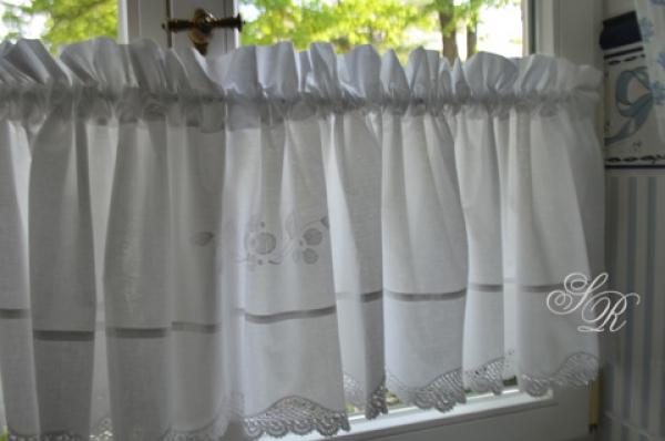shabby rose onlineshop schwedische gardinen bestickte gardinen monogramm querbehang. Black Bedroom Furniture Sets. Home Design Ideas